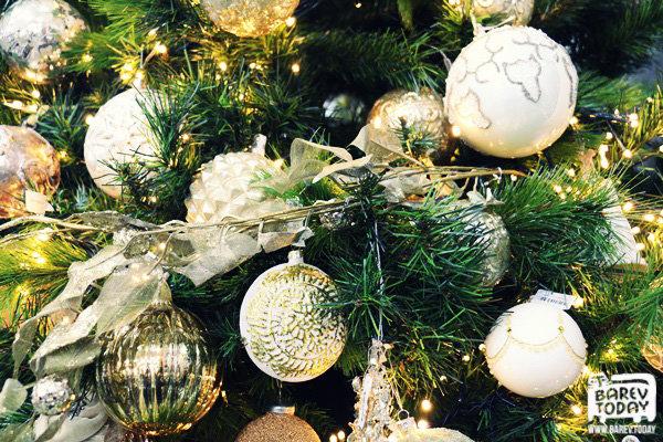Как украсить новогоднюю елку и стол (советы дизайнера)