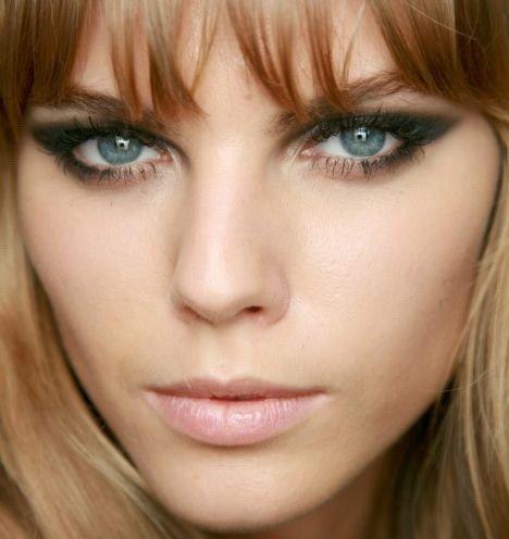 Какие оттенки подходят для макияжа смоки айс для голубых глаз