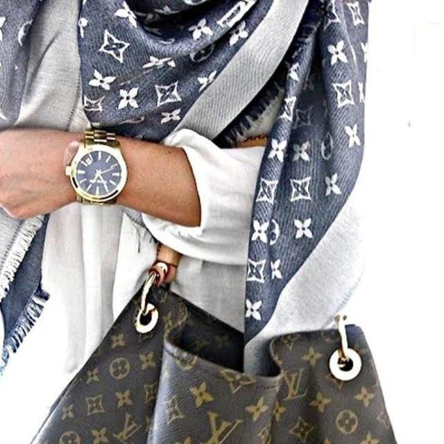 Купить платок в интернет-магазине. Цена. Дешево. Купить палатнин в интернет-магазине. Купить палантин платок Burberry, Louis Vuitton, Chanel, Dior. Распродажа.