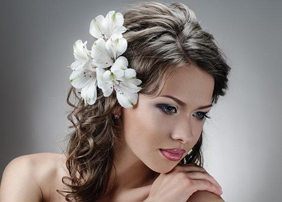 Прически с цветами (фото) - Maleena.ru