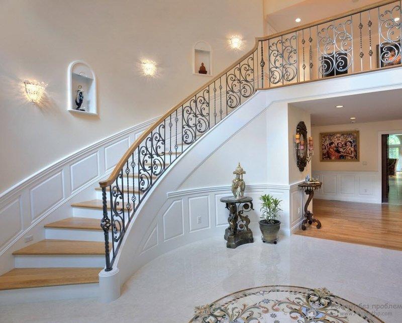 Роскошная и богатая парадная лестница - лицо дома