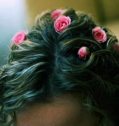 Свадебная прическа с живыми цветами макияж Компания Make Up Style г. Москва