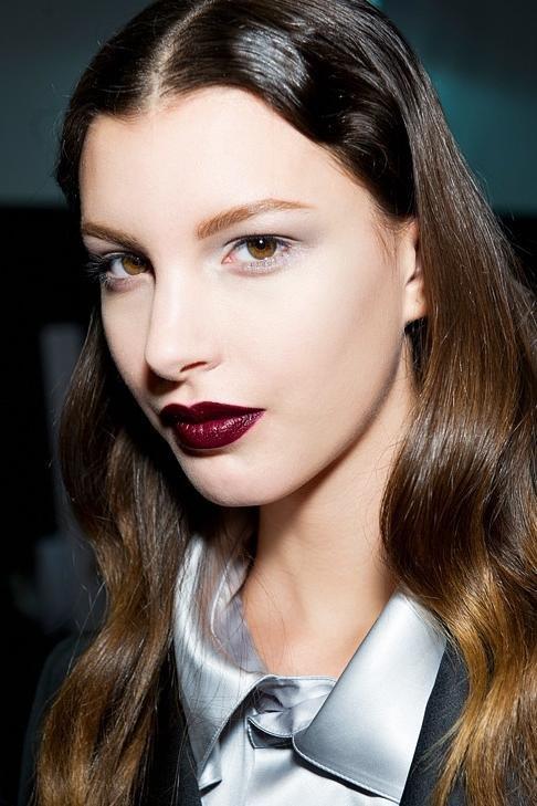 Тренды в макияже: красная..