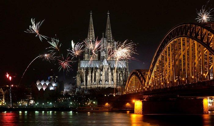 Празднование Нового года в Кельне, Германия.