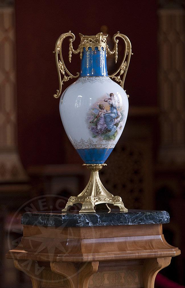 Старинная ваза  а стиле ампир