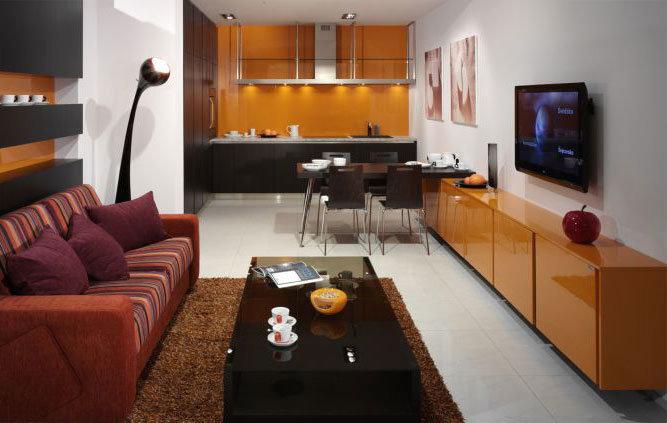 Дизайн маленькой гостиной, совмещенной с кухней. Интерьер, фото, цвета.