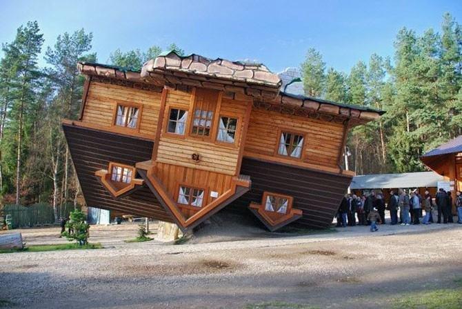 Перевернутый дом (Шимбарк, Польша, архитектор Даниэль Чапевски) -.