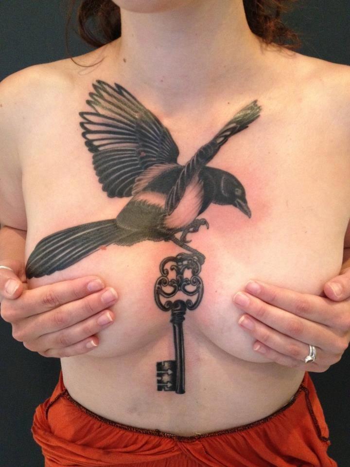 Tattoo на сиськах