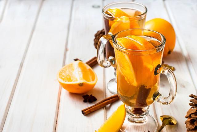 Если вы основательно продрогли, согревающий чай с апельсином вернет к жизни после первого глотка
