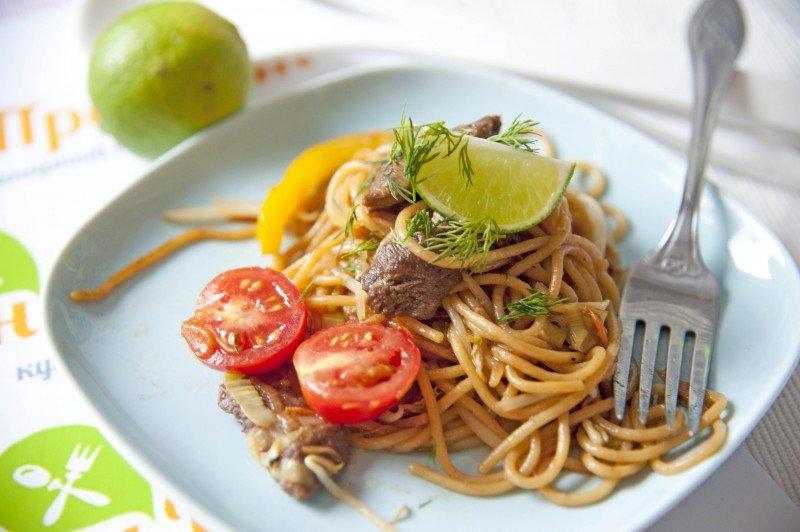 фото блюда Лапша с говядиной в воке