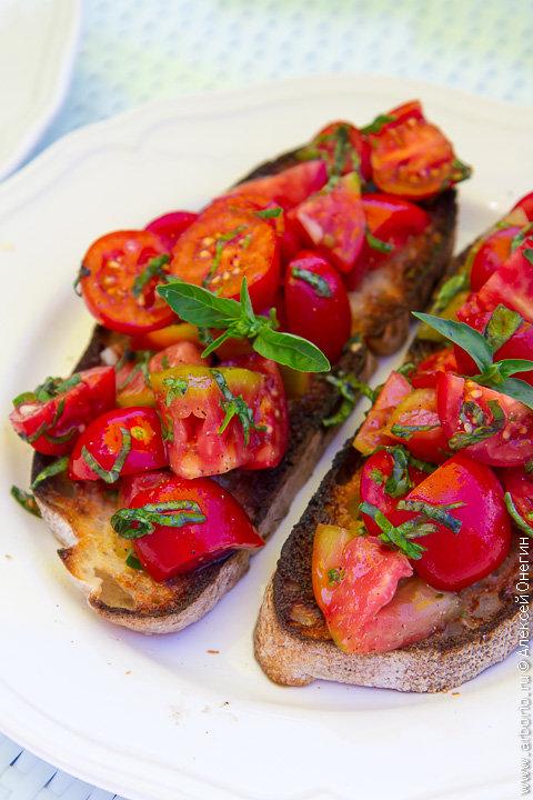 Идеальная брускетта с помидорами | Кулинарные заметки Алексея Онегина
