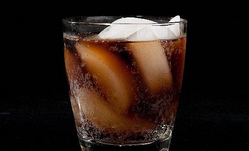 Коктейль виски с колой
