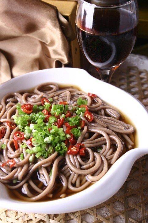 Лапша соба с чили, имбирем и соевым соусом рецепт с фото