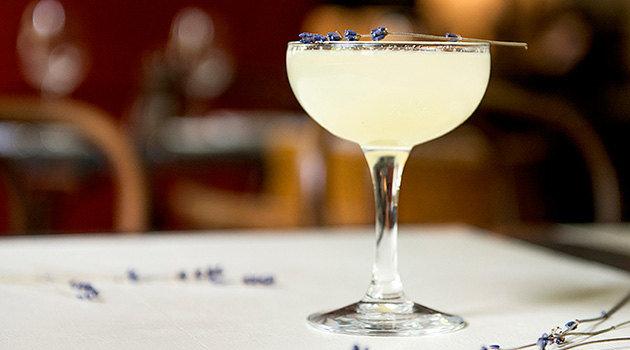 Необычные рецепты барменов: 5 коктейлей длявесенней вечеринки