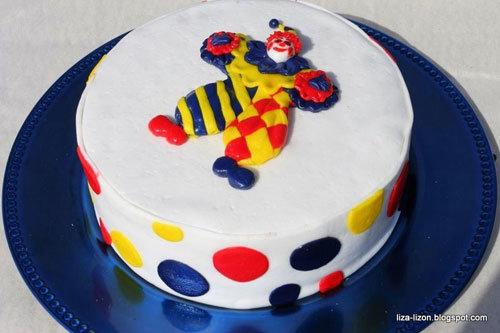 Украшаем торт мастикой: клоун