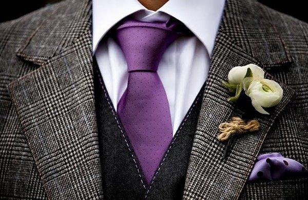 Яркий галстук жениха