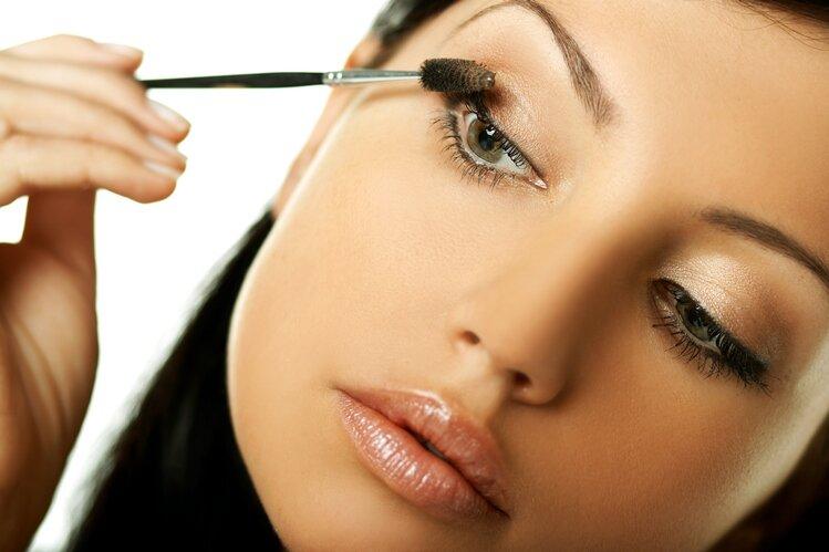 Как сделать правильный и красивый макияж в домашних условиях: основные тонкости и секреты