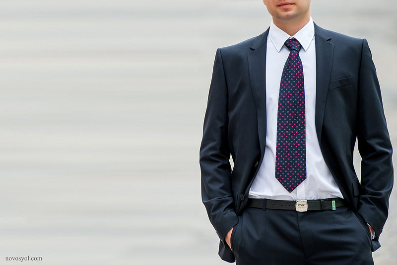 В ПОМОЩЬ ЖЕНИХУ: как завязывать галстук (Видео)