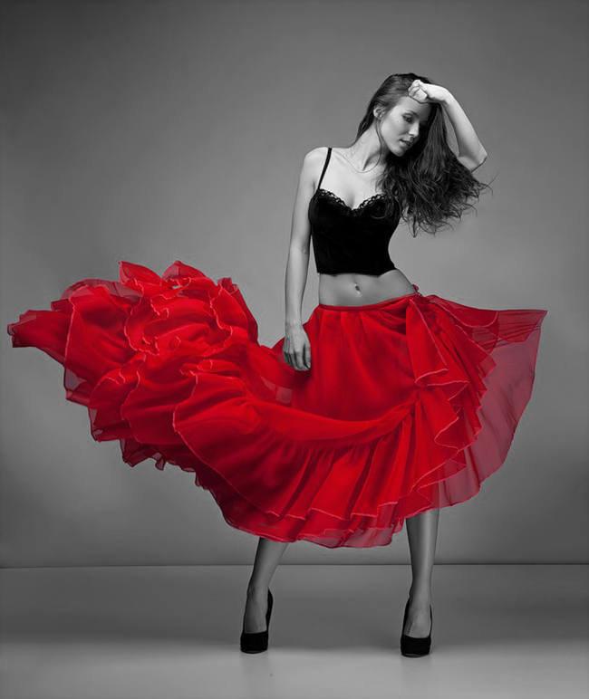 девушка в красном юбке тебе что