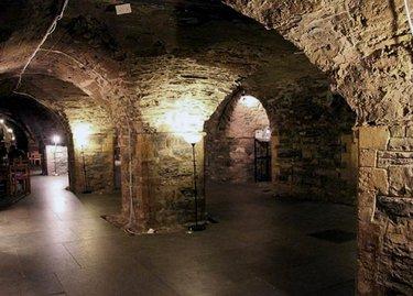 катакомбы замка