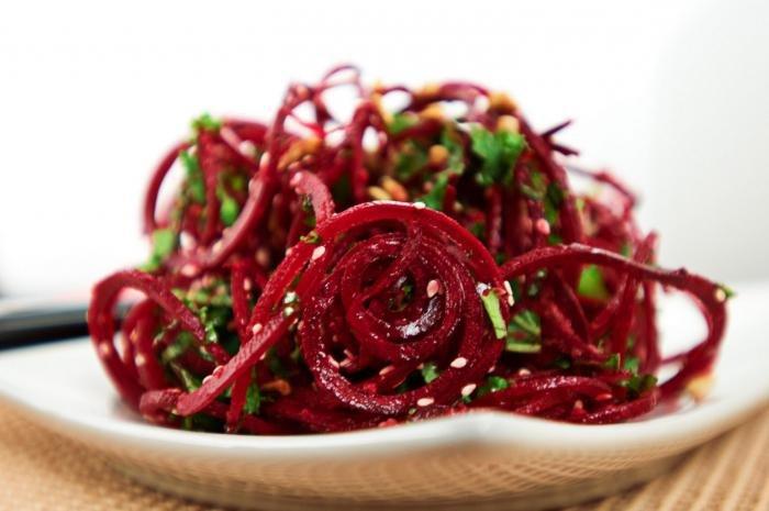 Салат с отварной свеклой с растительным маслом