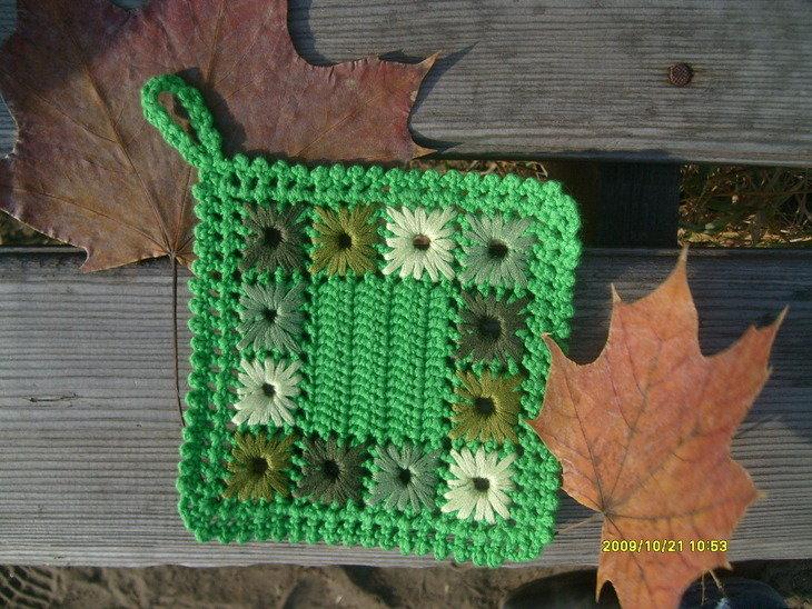 Зеленая вязаная крючком прихватка