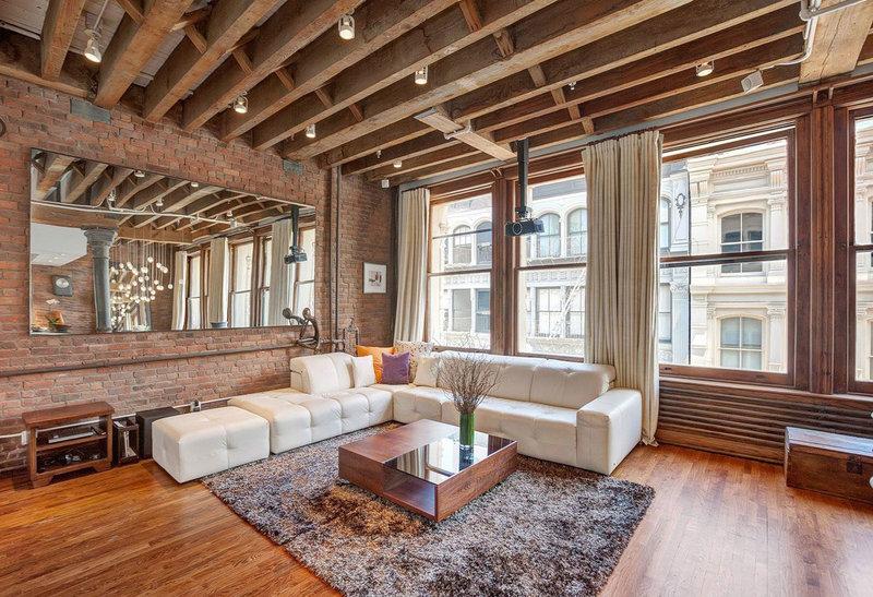 Из этой статьи вы узнаете из чего изготавливаются балки на потолке, в каких интерьерах актуально их использование, а также найдете примеры с фотографиями.