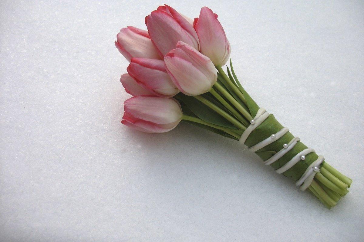 Букет невесты из маленьких тюльпанов фото, букеты роз тюльпанов