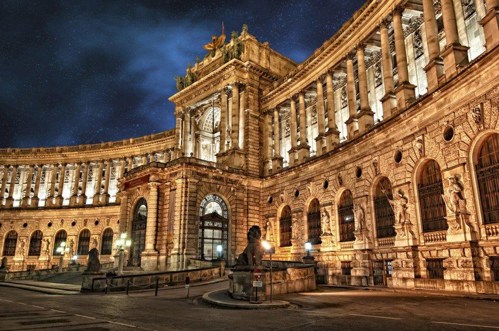 Императорская резиденция, дворец Хофбург, входит в число главных достопримечательностей столицы Австрии