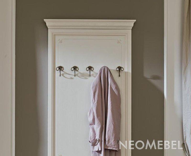 Вешалка для одежды настенная