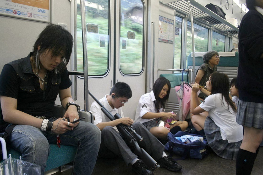 Трогают девушек в автобусе, Трогает девушку в автобусе. Лучшие. Смотри редкие 7 фотография
