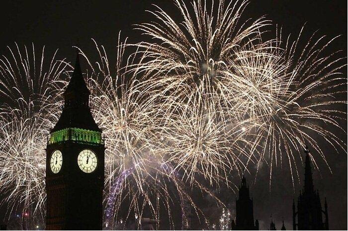 Новогодний фейерверк в Лондоне, Великобритания.