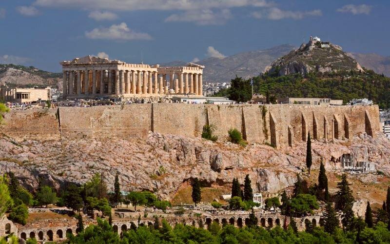 Eurotourism: путешествуй вокруг света с нами с уникальным храмовым комплексом, венцом которого является Парфенон. Акрополь представляет собой 156-метровый скалистый холм с пологой верш