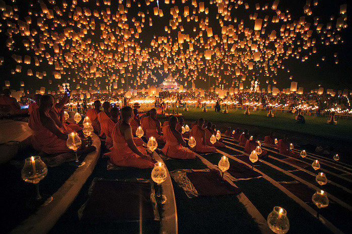 Каждый ноябрь в день полнолуния в Тайланде проводится удивительный фестиваль бумажных фонариков