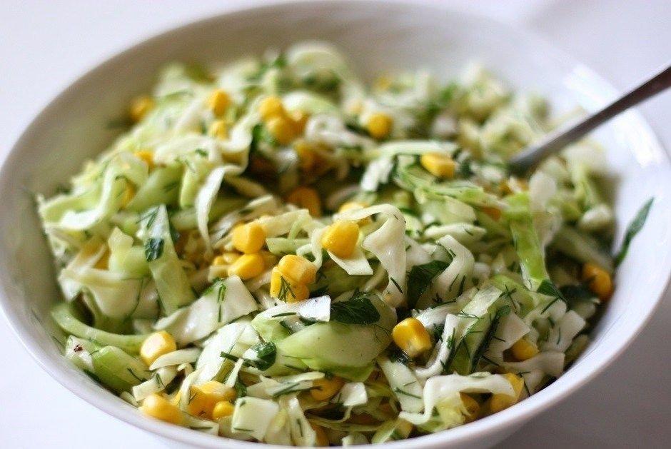салат.из пекинской капусты с кукурузой