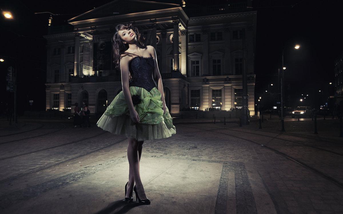 Фото девушек в платьях на улице 4