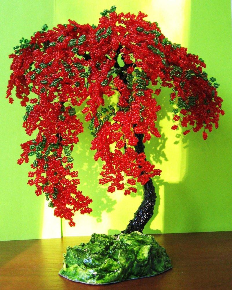 красное дерево из бисера