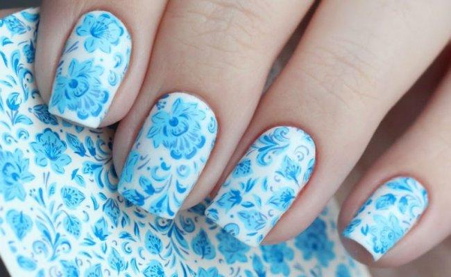 Белый с голубыми цветами