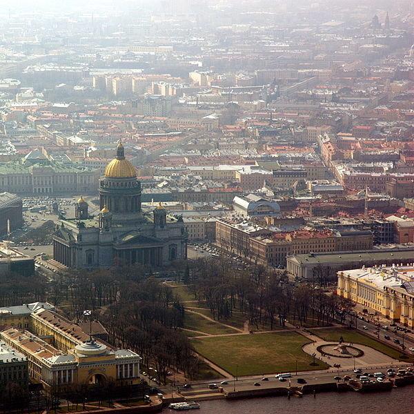 Исаакиевский собор — один из символов Петербурга, возведенный О. Монферраном в стиле классицизма. Имеет статус музея, но по согласованию с его дирекцией в соборе проводятся богослужения.