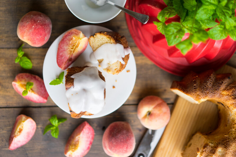 Влажный персиковый пирог