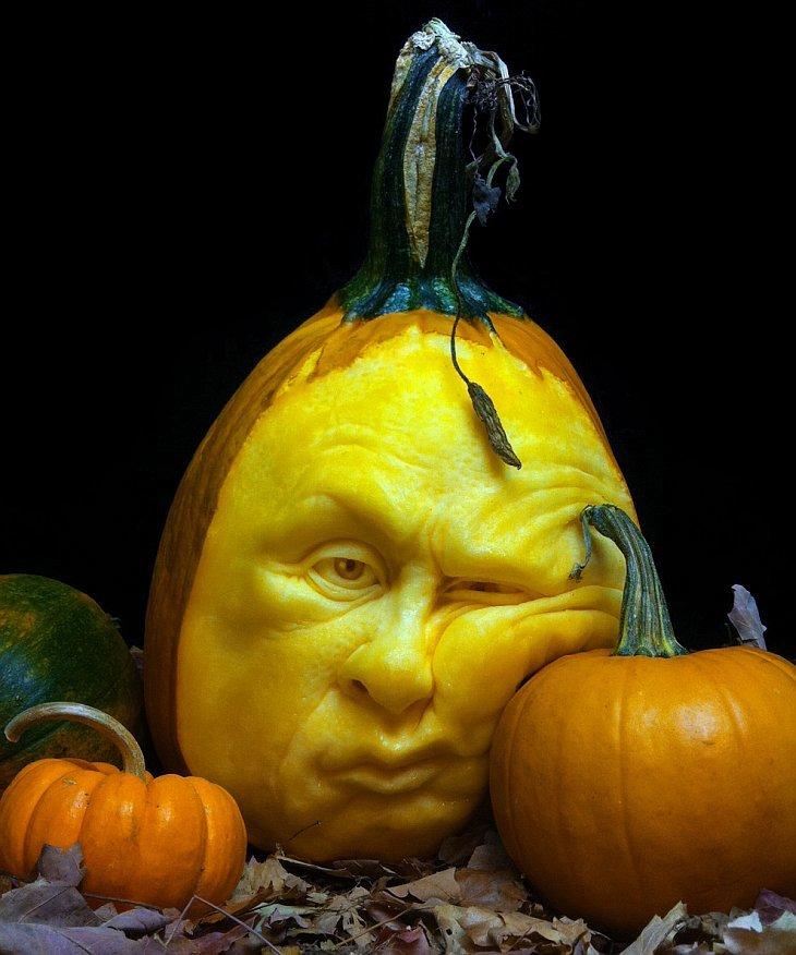 Американский художник Рэй Виллафан (Ray Villafane) превратил резьбу по тыкве в настоящее искусство карвинга, создавая невероятные тыквенные «лица».