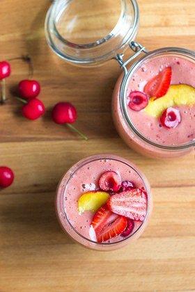 фруктовый смузи с вишней