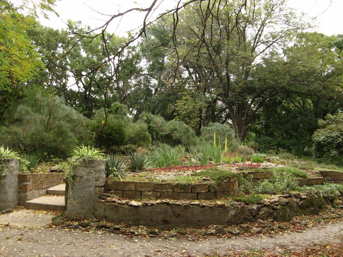 того, ботанический сад одесса фото именно принадлежит