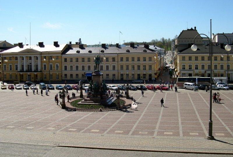17 веке на месте Сенатской площади находились церковь с кладбищем и здание городской ратуши