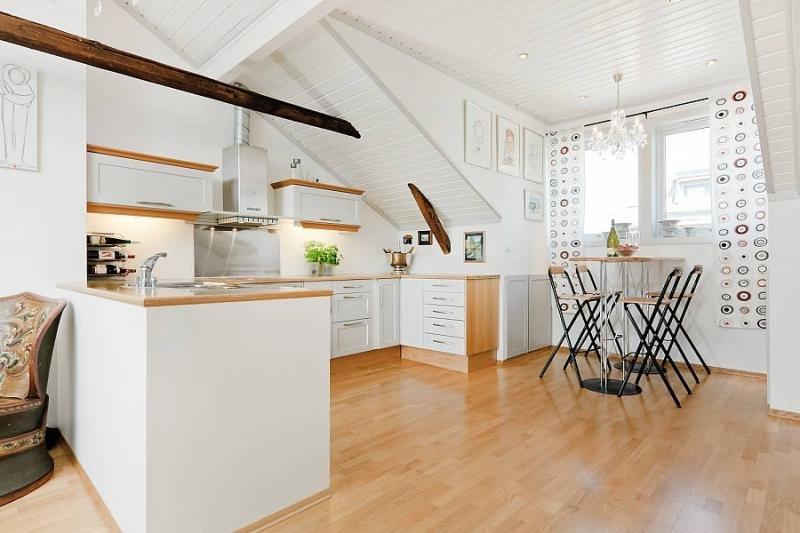 Дизайн кухни в мансарде