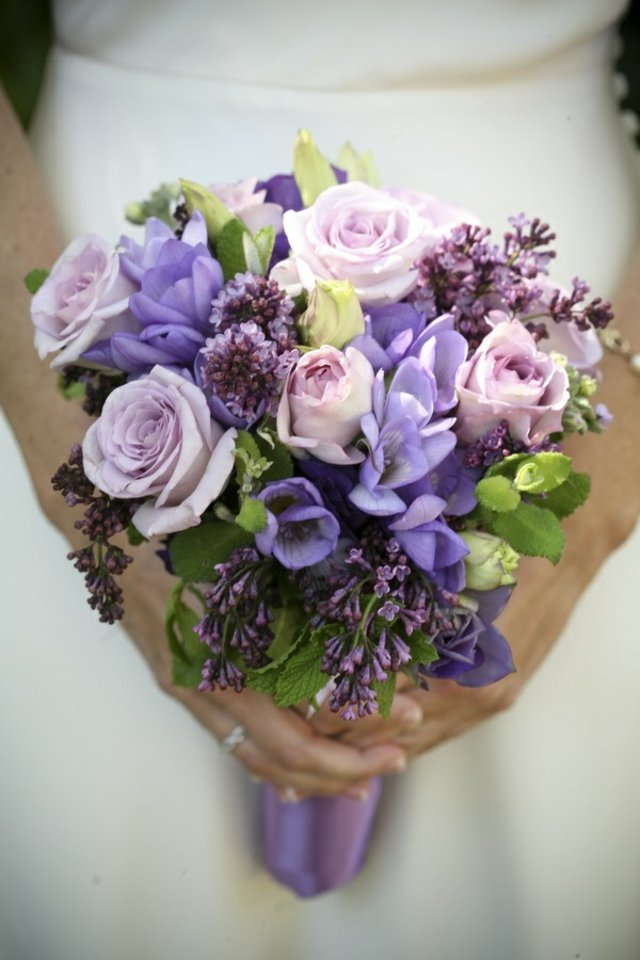 Свадебный букет в фиолетовых тонах