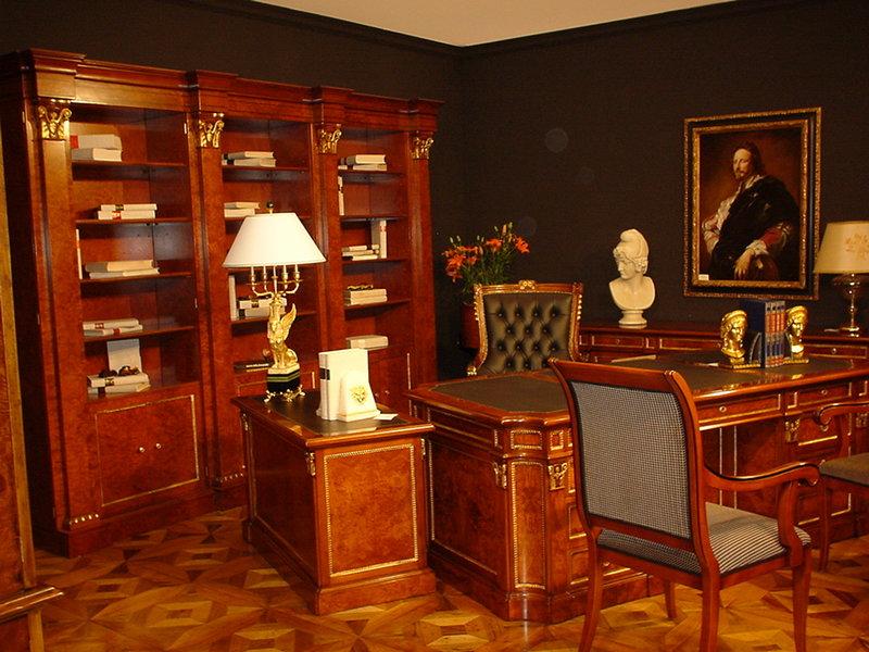 Домашний кабинет, в сдержанном английском стиле