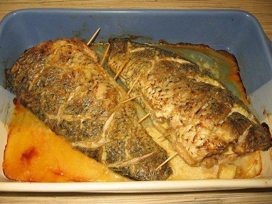 поворотной вкусная запеченная целая рыба толстолобик Купить костюм новый