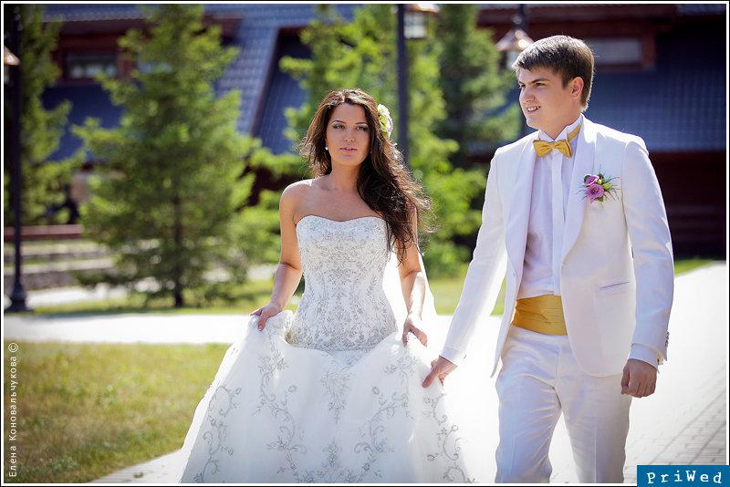 свадебные фото жених в белом лучи новый проект