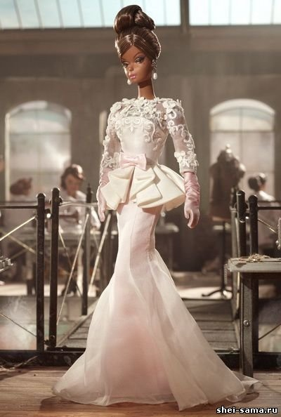 белое  обтягивающее платье